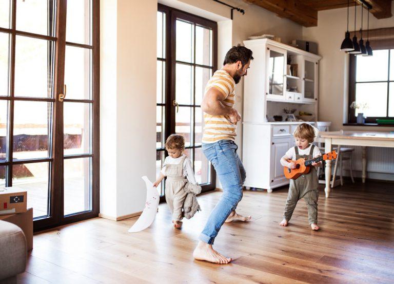 hemmastädning med barn